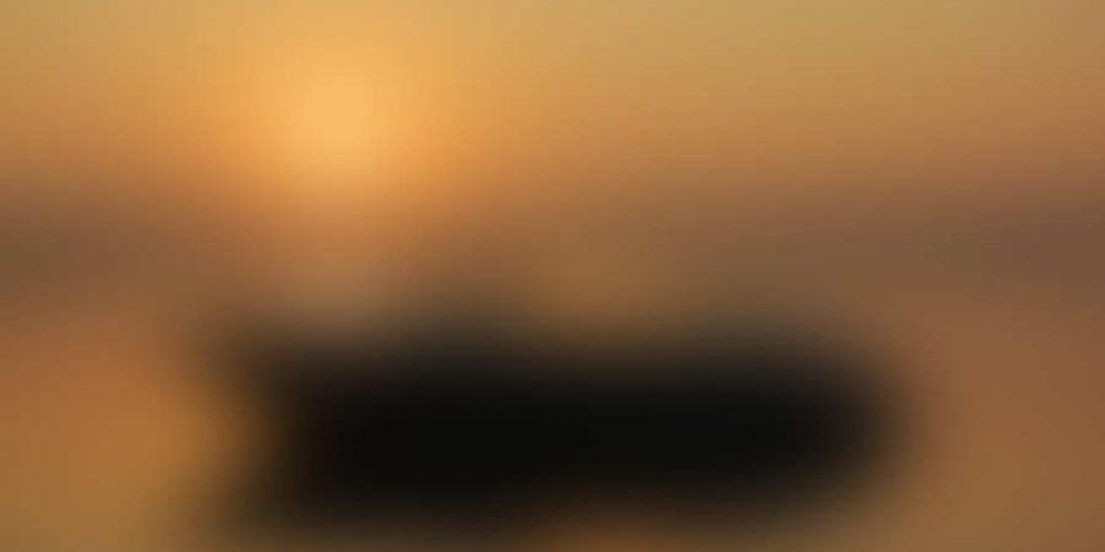 http://campingsanfilippo.com/wp-content/uploads/2014/03/bigstock-Boating-at-Sunrise-8913337.jpg